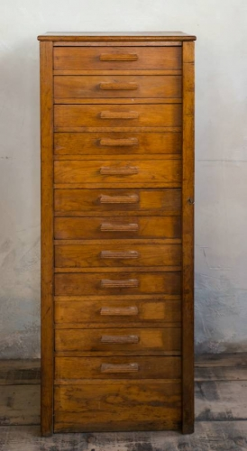 Oak Wellington/Collectors chest c 1930