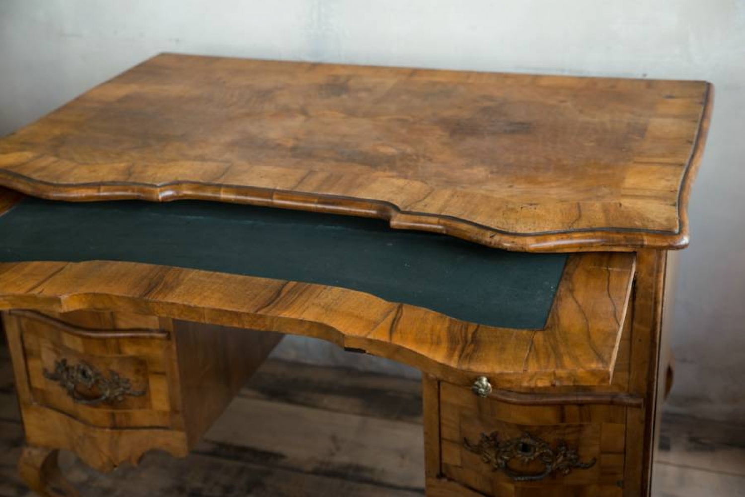 Early 19thc South German Walnut Desk Picture 2