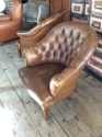 Pair of chesterfield leather chairs - picture 4